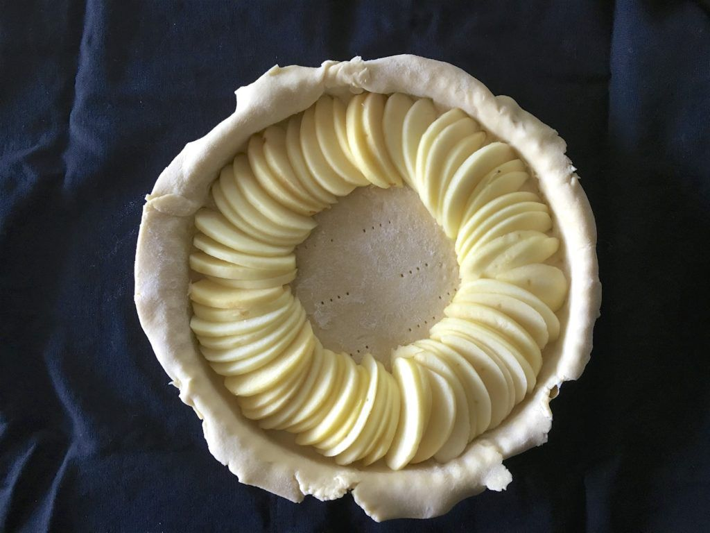 crust with apple ring