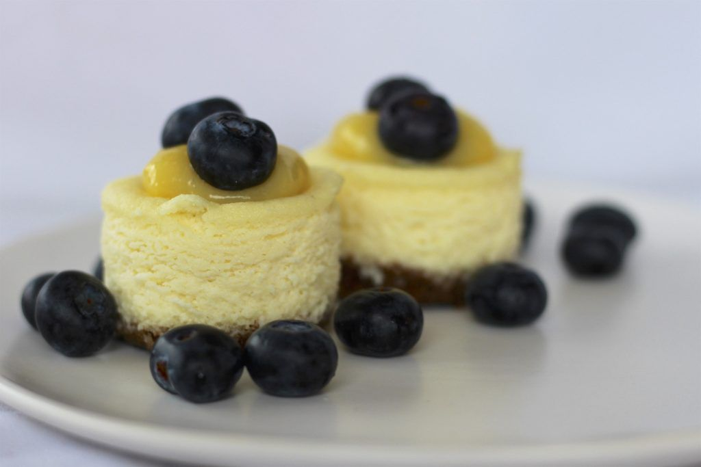 almond-ricotta-mini-cheesecakes-with-lemon-curd