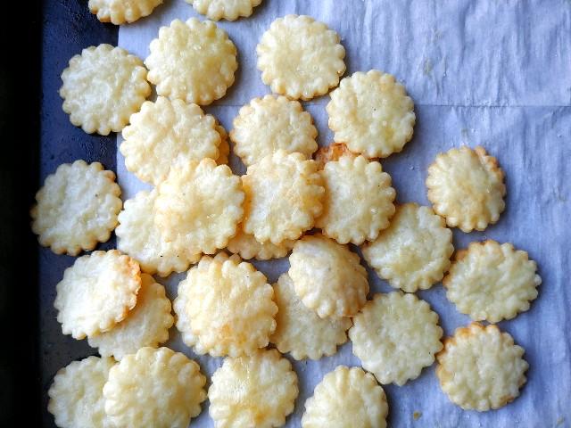 parmesan puff crackers